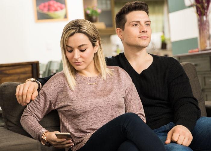 Draguer sur Tinder, Happn, Facebook quand on est en couple, est-ce tromper ?